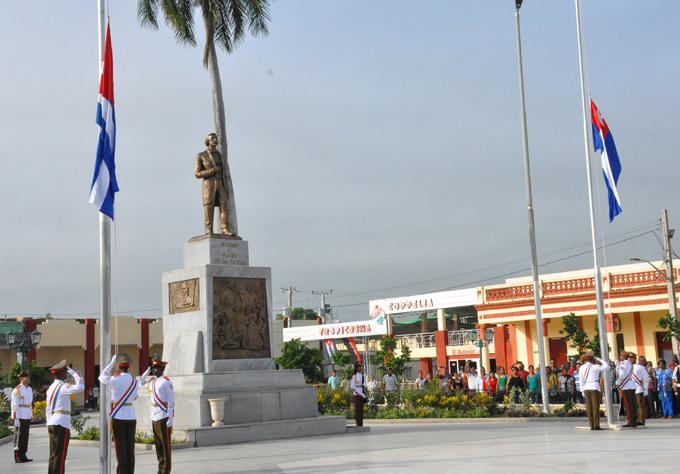 Ceremonia de las banderas en homenaje a Céspedes y Perucho (+ fotos y video)