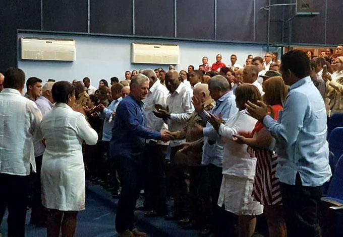 Asiste Presidente cubano a sesión solemne de la Asamblea del Poder Popular en Granma ( + fotos)
