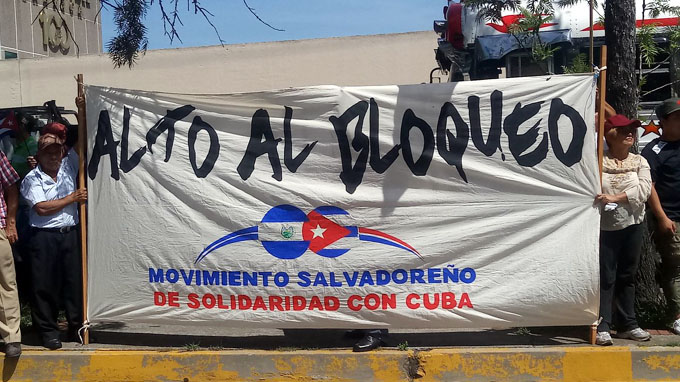 Salvadoreños marchan en muestra de solidaridad con Cuba