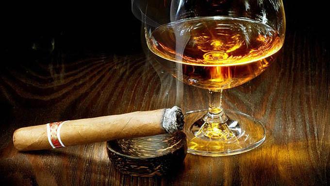 Facebook restringirá contenido relacionado con alcohol y tabaco