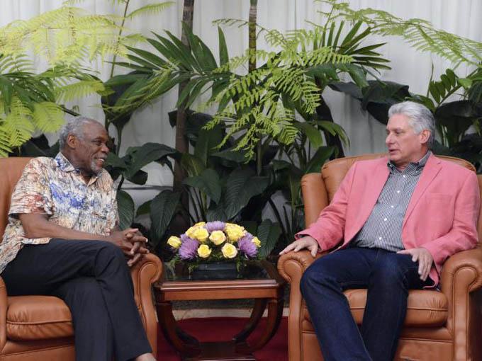 Danny Glover es un gran amigo de Cuba, afirma Díaz-Canel