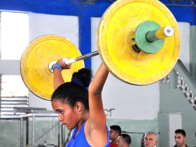 Amenazan pesistas granmenses con romper récord de 20 títulos en Juegos escolares