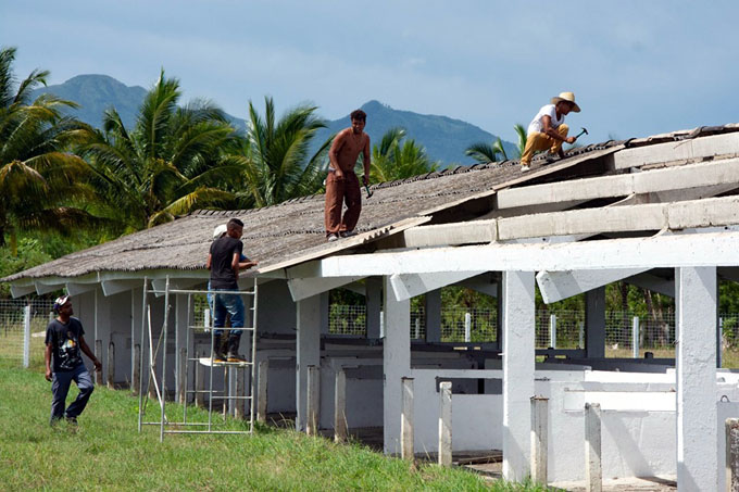 Rehabilitan centro integral de porcino (+ fotos)