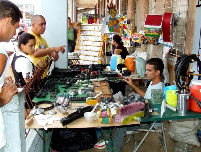 Unas 605 mil personas trabajan por cuenta propia en Cuba