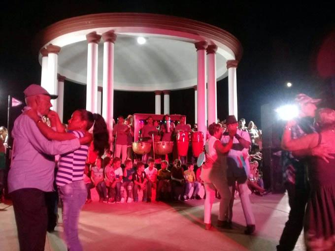 """Música de órgano """"enamora"""" a los niquereños (+ fotos y videos)"""