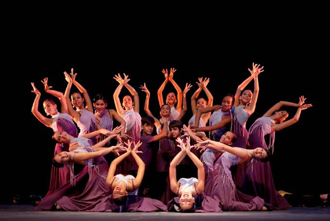 Bailarines de Lizt Alfonso Dance Cuba viajan a Panamá para competir