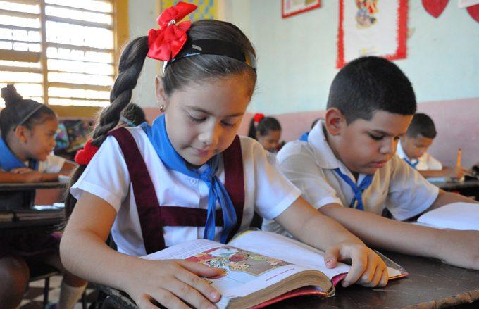 Disfrutarán  del derecho a la instrucción y la educación en Granma más de 130 mil estudiantes