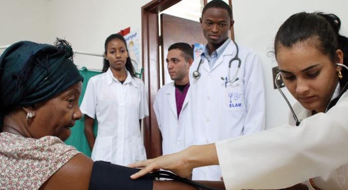 Sistema de salud de Jamaica contará con más colaboradores de Cuba
