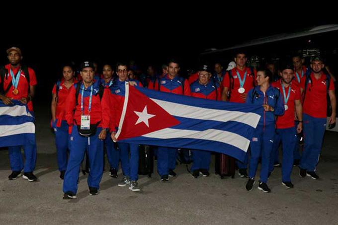 Cuba recibe a sus representantes en Juegos Panamericanos de Lima (+fotos)