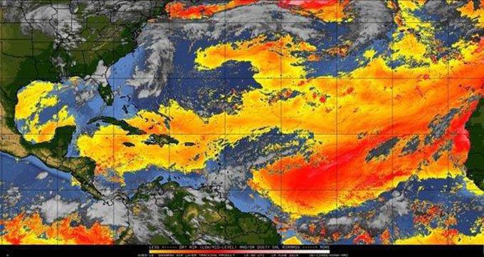 Polvo del Sahara mantiene «calma ciclónica» en el Atlántico