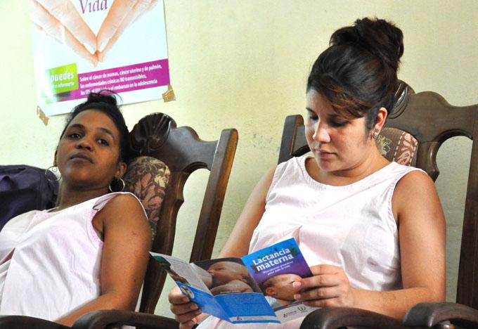 Promueven la lactancia materna exclusiva en hogar materno de Bayamo