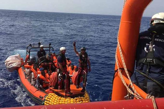 Acnur urge a Europa a recibir a migrantes y refugiados varados