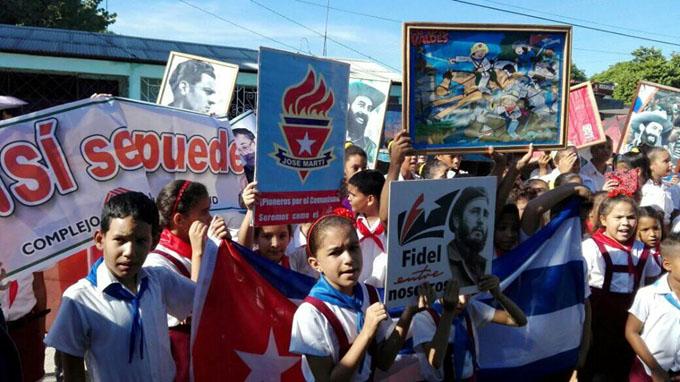 Entregan Premio del Barrio a escuela de Niquero (+ fotos)
