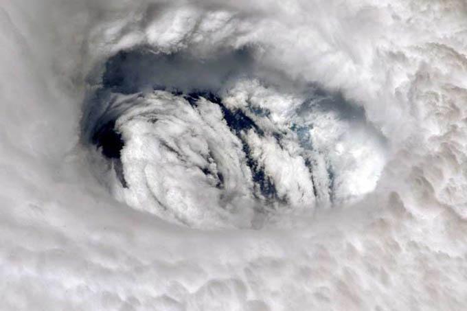 Con categoría tres, huracán Dorian avanza hacia la Florida