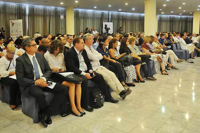 Inauguran en Cuba foro empresarial de las TICs