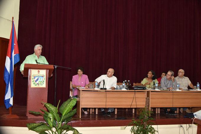 Destaca presidente de Cuba labor de contingente universitario