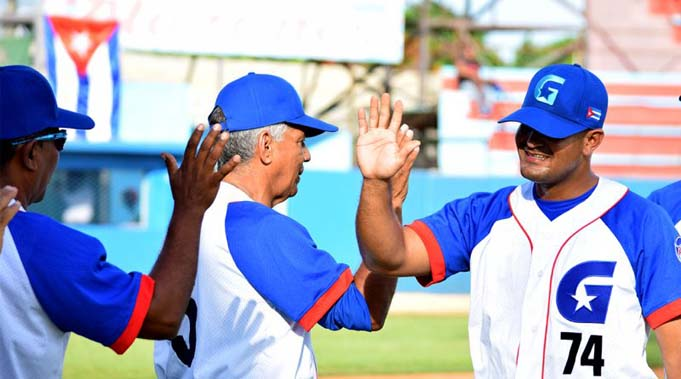Relincharon los Alazanes en Manzanillo