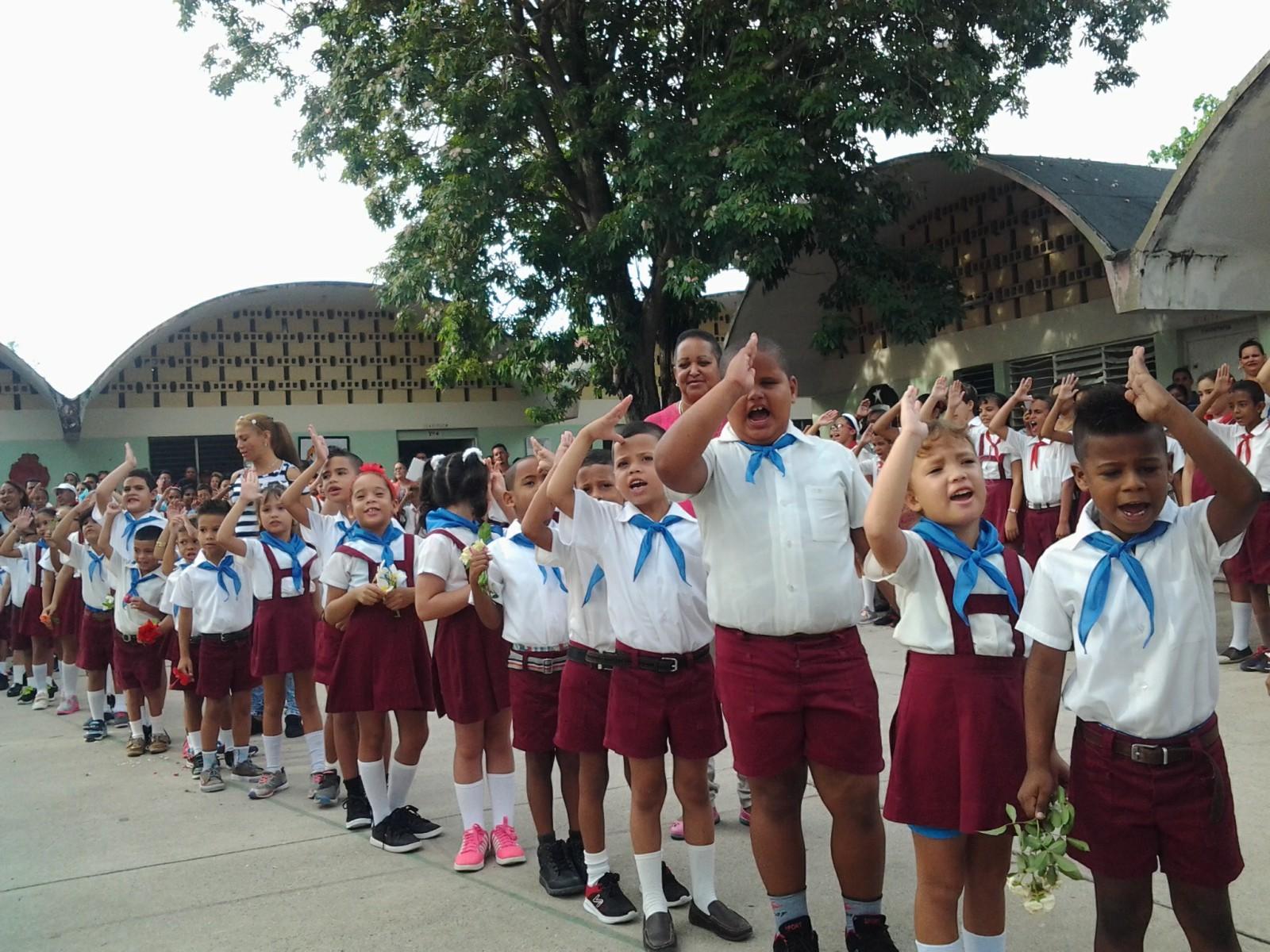 Mañana de pañoletas azules y de compromiso con Céspedes y Fidel