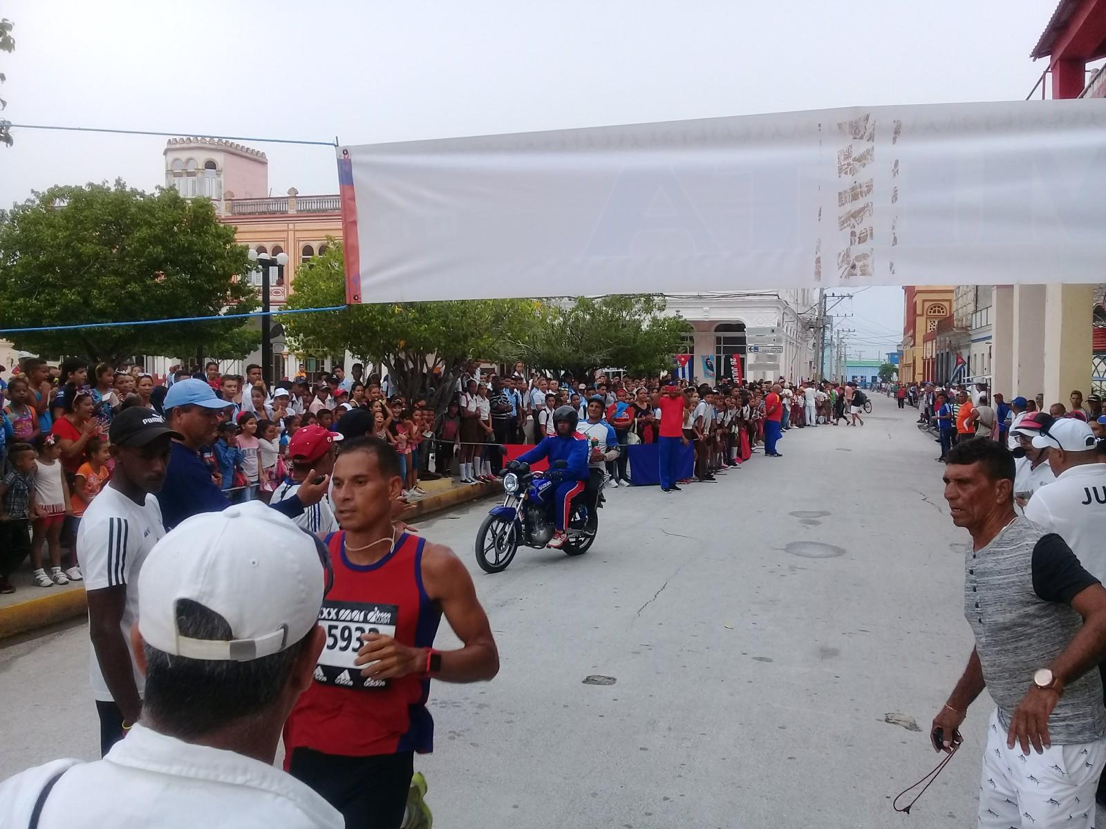 Ganan jóvenes de Manzanillo y Bartolomé Masó maratón La Demajagua