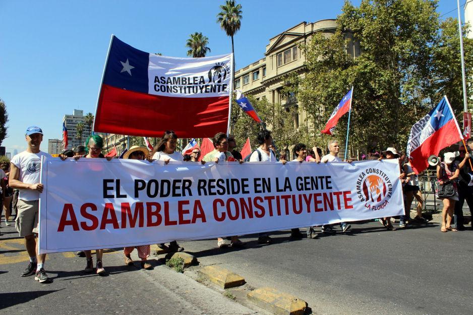 Chile: 18 millones de 'vándalos' exigen Constituyente