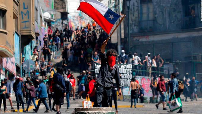 Gobierno propone diálogo ante protestas populares en Chile