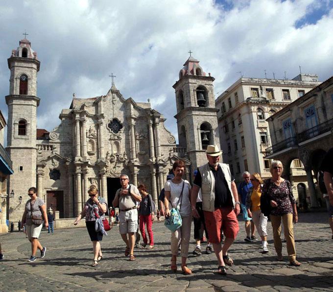 Cuba presenta ofertas turísticas en principal salón de Francia