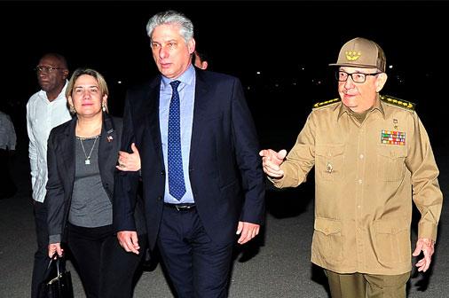 Recibió Raúl a Díaz-Canel a su regreso a la Patria