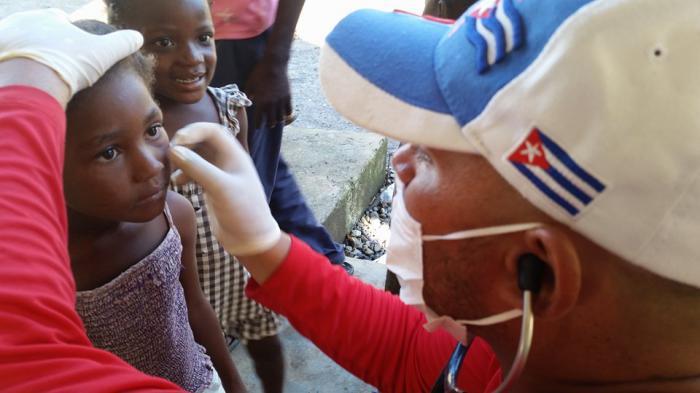 Médicos cubanos salvan vida a miles de angoleños
