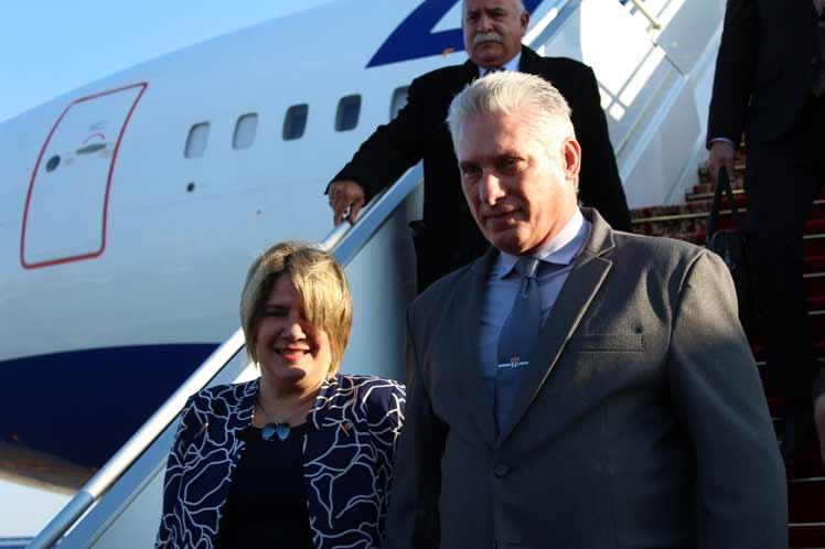 Presidente de Cuba arriba a Belarús en visita oficial