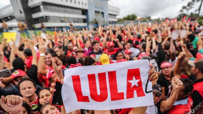 Piden en Brasil libertad de Lula en su aniversario 74