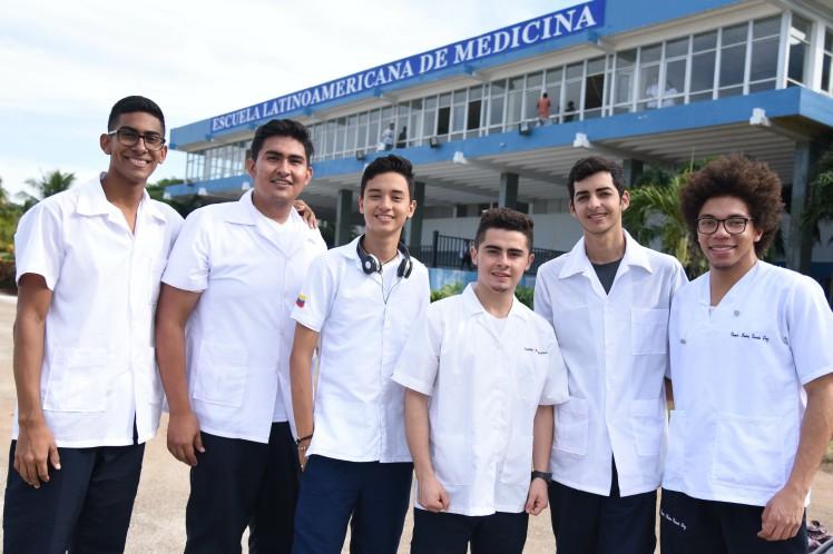 Celebran aniversario 20 de la Escuela Latinoamericana de Medicina
