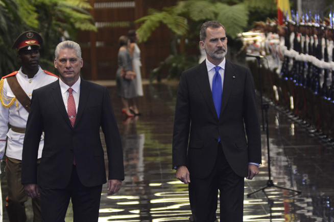 Presidente de Cuba recibe a Reyes de España, en histórica visita