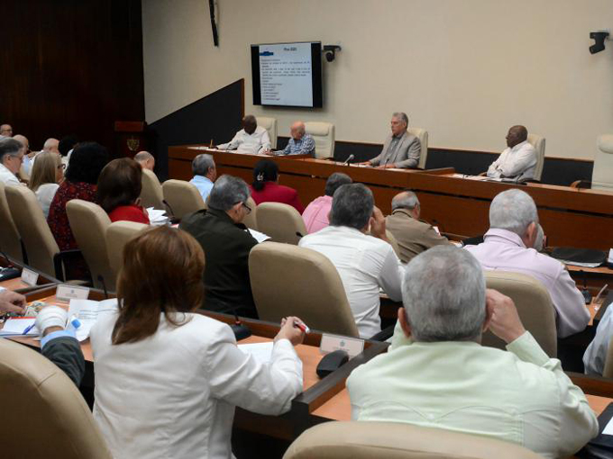 Díaz-Canel en el Consejo de Ministros: «No vamos a renunciar a las conquistas y los sueños por realizar» (+fotos)