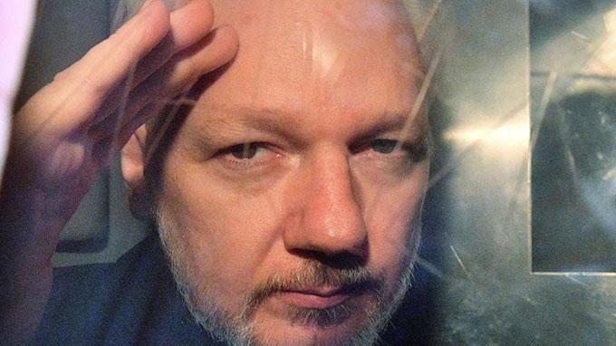 Exigen al Reino Unido liberar a Assange