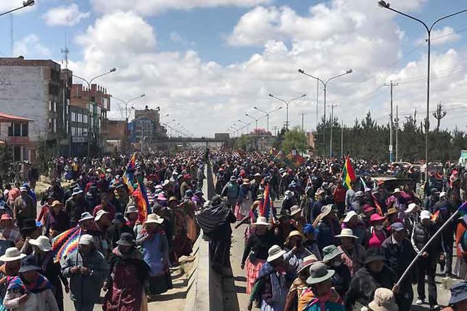Multitudinaria marcha contra el golpe en Bolivia hacia La Paz (+fotos)