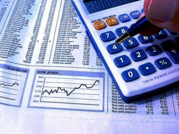 Reconocen a economistas y contadores en su día en Granma