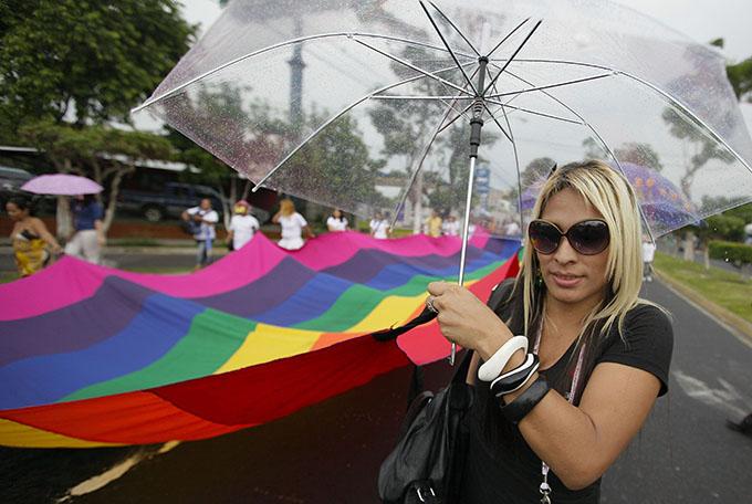 Gobierno y prensa invisibilizan crímenes de odio en El Salvador