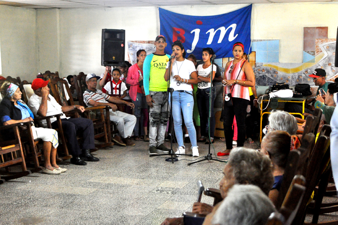 Generaciones de ayer y hoy se unen en homenaje a Fidel (+ video)