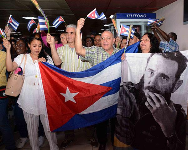 En suelo patrio segundo grupo de colaboradores cubanos en Bolivia +(fotos)