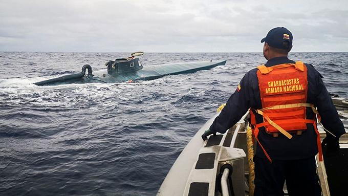 España intenta reflotar submarino con gran cargamento de cocaína
