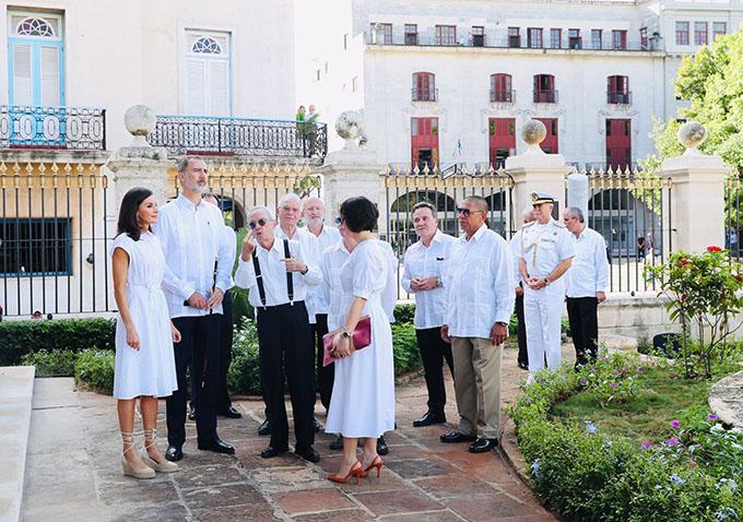 Reyes de España recorren centro histórico de La Habana (+fotos)