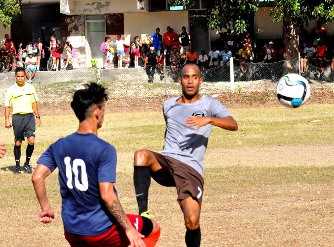 Incansables se alejan de la punta oriental en Liga cubana de fútbol