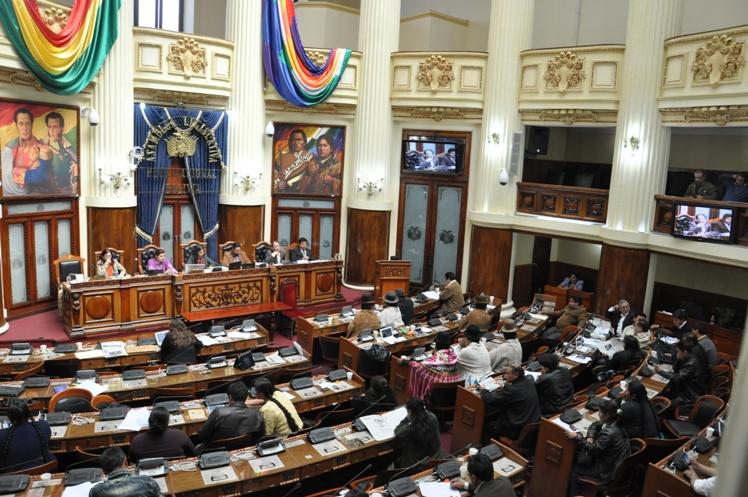 Asamblea en Bolivia decidirá renuncia de presidente Evo Morales