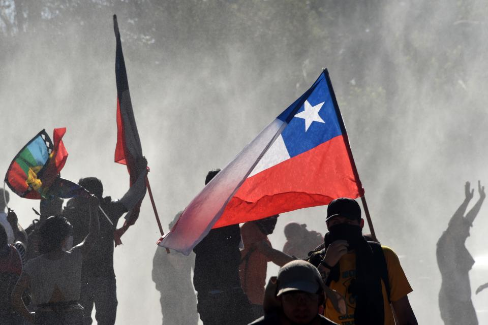 Capital de Chile amanece con barricadas en varios puntos