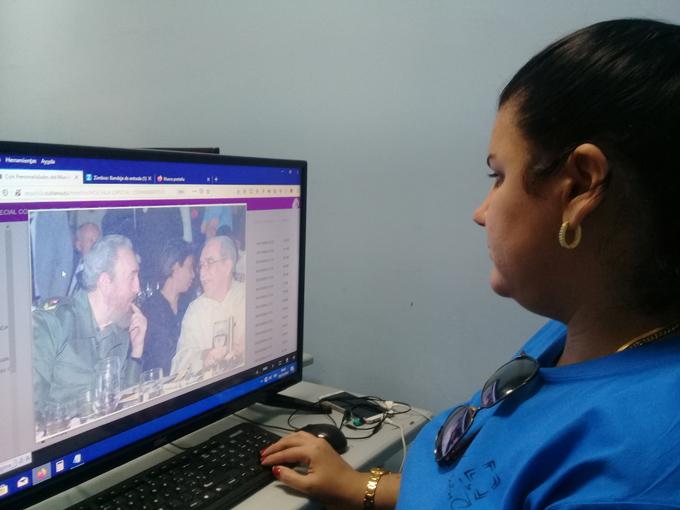 Dedican versión digital de mochila a Fidel
