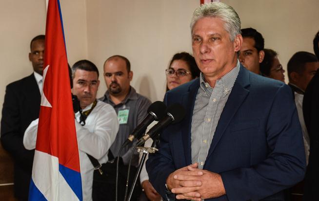 Elogia Díaz-Canel labor de los médicos cubanos en Bolivia y Ecuador