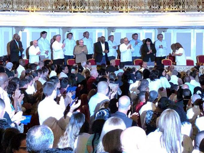 Asisten Raúl y Díaz-Canel a sesión extraordinaria de La Habana