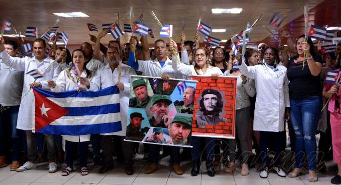 Arriban a Cuba médicos procedentes de Bolivia