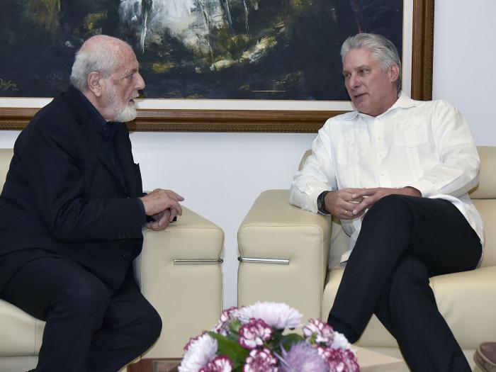 Presidente de Cuba recibe al artista italiano Michelangelo Pistoletto