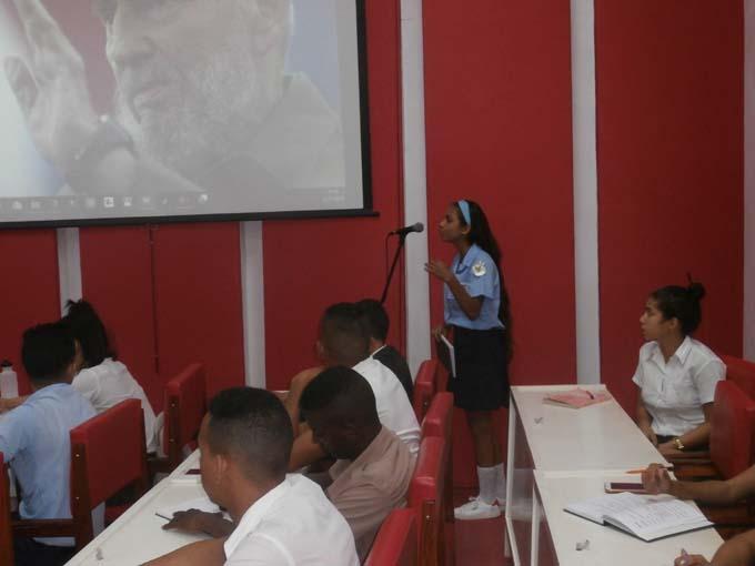 """Estudiantes de la Feem en Granma debaten en """"caliente"""""""